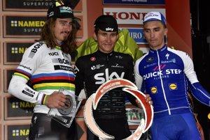 Peter Sagan (vľavo) obsadil na Miláno - San Remo druhé miesto. Zdolal ho iba Michal Kwiatkowski (v strede). Tretí skončil Francúz Julian Alaphilippe.