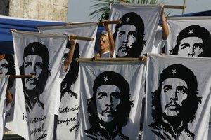Tváre revolučných lídrov sú v Havane všade.