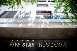 Obytný komplex Five Star Residence, s ktorým súvisí údajne neoprávnená vratka DPH, stojí v Bratislave neďaleko Úradu vlády a ministerstva dopravy.