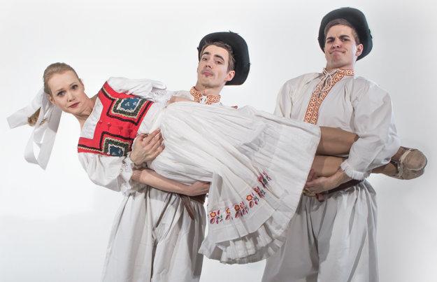 Formácia S hudbou vesmírnou, Dominika, Daniel ,Sorizzo' Kis a Marek Koleno v trojici moderujú šou Zem spieva.