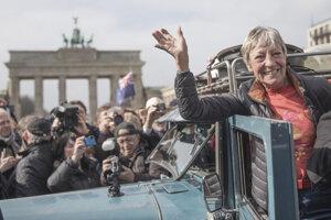 Heidi Hetzerovú po návrate do Berlína vítali tisícky ľudí.