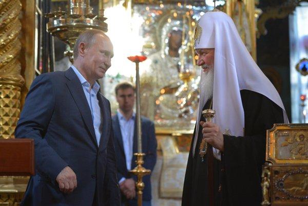 Ťaženie proti okrajovým cirkvám vyplýva z nového zákona, ktorý podporuje ruská pravoslávna cirkev.