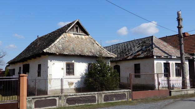 Tradičné domy v obci.
