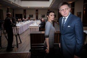 Fico so svojou hovorkyňou Beatrice Szabóová pred obedom.