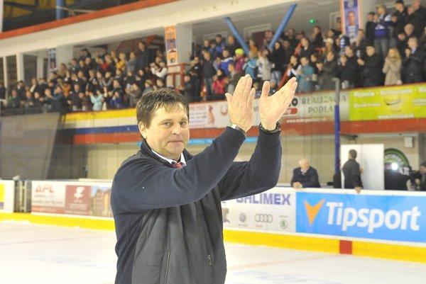 Pavel Paukovček, tréner MHC Martin sa po skončení víťaznej série delí o radosť s plným a vďačným štadiónom.