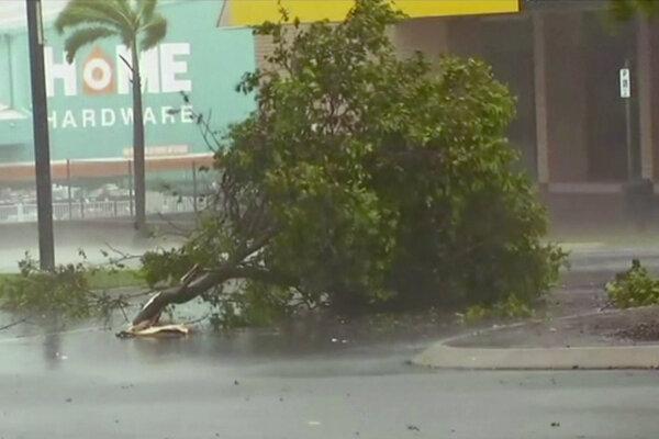 Cyklón Debbie zasiahol pobrežie Austrálie.