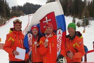 Tréner, otec, dedo a jeho odchovanci. Zľava: Martin Legutký st., Terézia Pristačová, David Pristač a Martin Legutký ml.