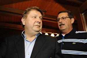 Košický župan Zdenko Trebuľa sa teší z víťazstva spolu s Pavlom Paškom.