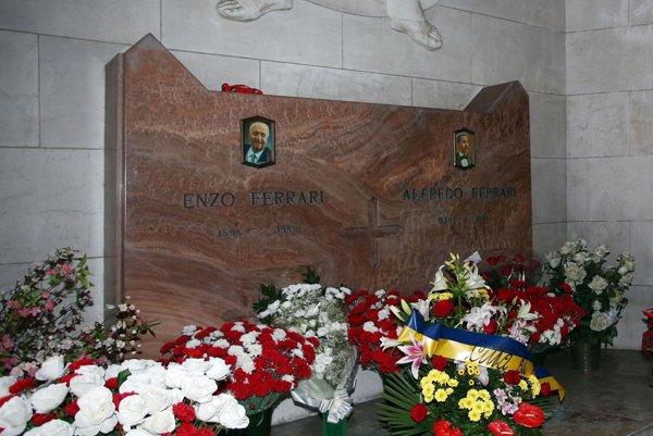 Hrobka Enza Ferrariho.