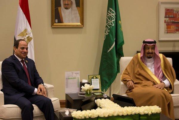 Egyptský prezident Abdal Fattáh Sísí a saudskoarabský kráľ Salmán.