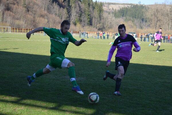 Momentka zo zápasu Raková - Vysoká (v zelenom).