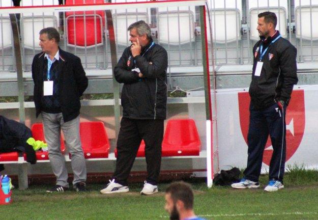 Lavička MFK Zvolen na čele s A. Jánošom (v strede)