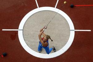 Na archívnej snímke z 10. augusta 2012 ruská kladivárka Maria Bespalovová počas letných olympijských hier v Londýne. Tri ruské atlétky vyškrtli z výsledkovej listiny OH 2012 v Londýne po dodatočných dopingových nálezoch. Trest sa podľa funkcionárov Ruskej atletickej federácie týka kladivárok Marie Bespalovovej a Gulfije Chanafejevovej, i trojskokanky Viktorie Valjukevičovej.