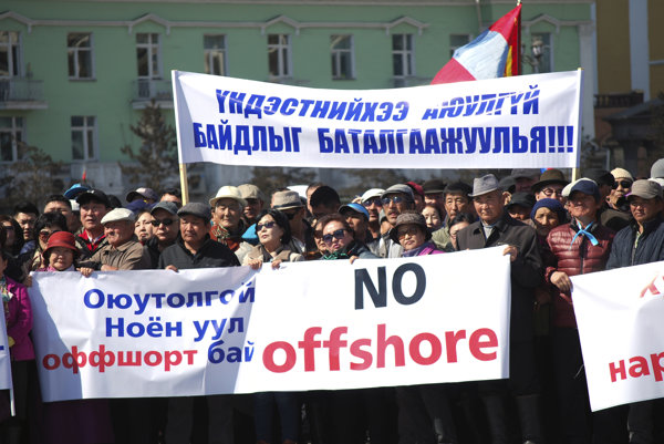 Protestujúci vyzvali parlament, aby začal osobitné vyšetrovanie.