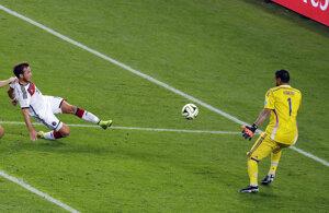Mario Götze strieľa rozhodujúci gól vo finále MS 2014.