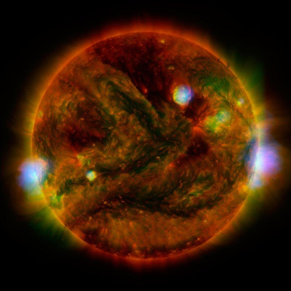Snímka Slnka spravená trojicou teleskopov v apríli 2015.