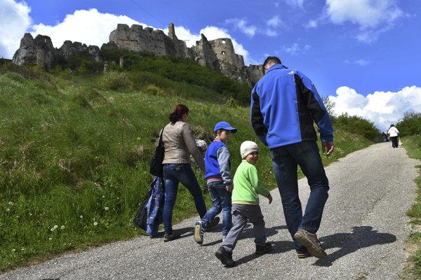 Spišský hrad. Vyhľadávaný cieľ turistov.