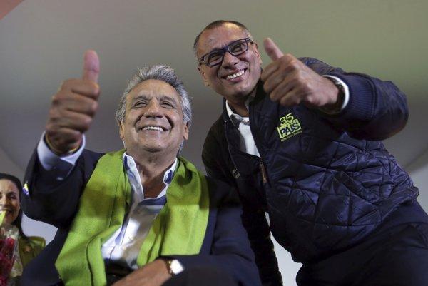 Vľavo ľavicový kandidát vládnucej strany PAIS Lenín Moreno.