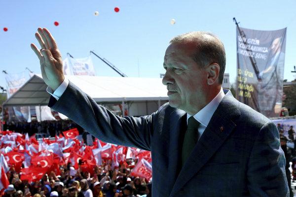 Erdogan označil duchovného vodcu za hlavného strojcu vojenského puču.