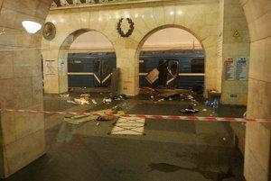 Zničený vagón metra.