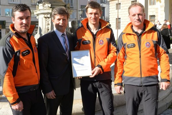 Ocenení záchranári Milan Frejuk, Peter Húska aZdenko Krajči.