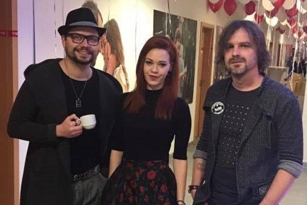 Ivo, Victoria a Peter. Práve oni stoja za vznikom novej piesne.