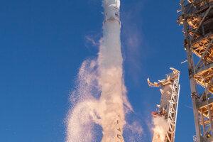 Misia SES-10 s recyklovanou raketou pri štarte.