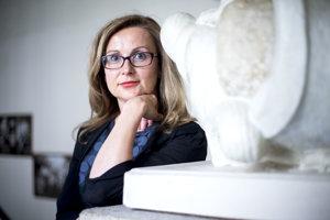 Kristýna Zelienková vstúpila do politiky v roku 2013 po pôsobení v cestovnom ruchu. Do Poslaneckej snemovne vstúpila na kandidátke ANO, z ktorého vystúpila v lete minulého roka. Odvtedy vo viacerých rozhovoroch kritizovala šéfa hnutia a ministra financií Andreja Babiša. Teraz vstúpila do klubu TOP 09.
