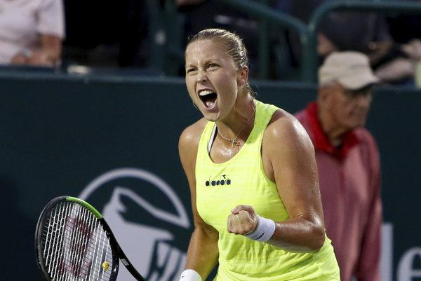 Shelby Rogersová sa teší po víťazstve nad Madison Keysovou.