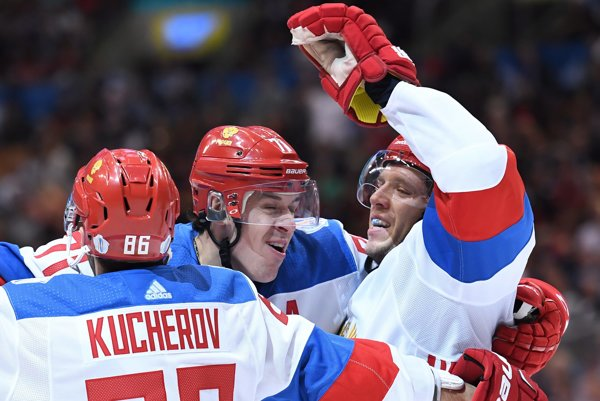 Jevgenij Malkin (v strede).