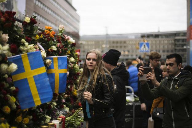 Múr z kvetov zdobia aj švédske vlajky.