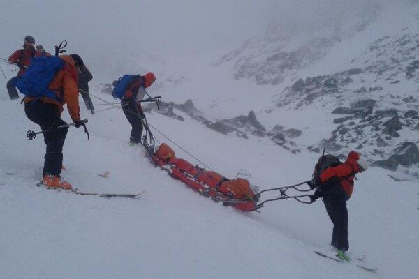 Záchranná akcia po páde lavíny pod Východnou Železnou bránou.