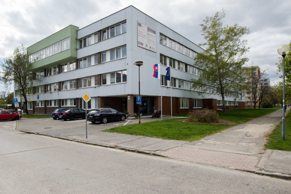 Úrad geodézie, kartografie a katastra sídli v Bratislave a čerpá prostriedky zo štátneho rozpočtu.