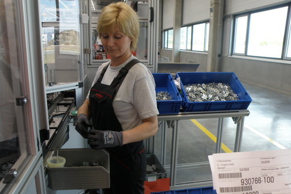 Nemecká firma Brose spúšťa v tomto období vo svojom novovybudovanom prievidzskom závode sériovú výrobu.