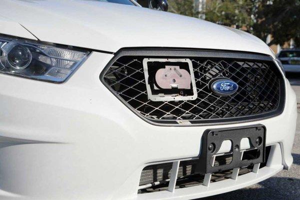 Spoločnosť Starchase vyvinula vystreľovacie šípky s GPS modulom, ktoré sa zachytia o auto.