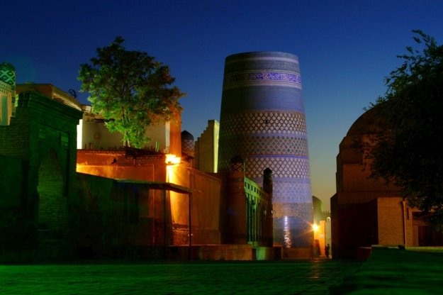 V noci má historická Chiva rozprávkové čaro.
