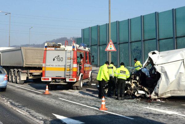 Tragická nehoda sa stala koncom januára aj v Košiciach na ceste z Jazera na Opátske.