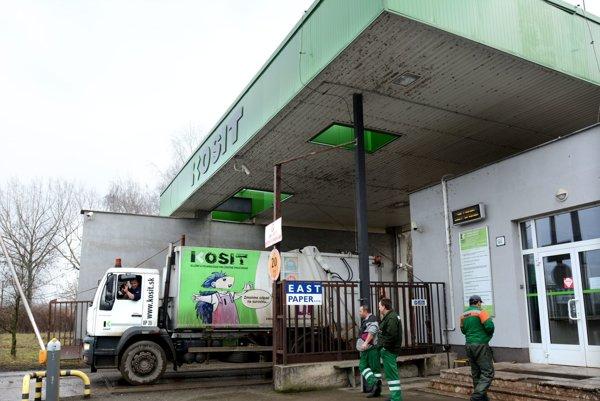 Väčšinový vlastník košickej spaľovne  má viaceré väzby na stranu Smer. Obchoduje s ním aj firma sesternice primátora Košíc Richarda Rašiho (Smer) AGB ekoservis.
