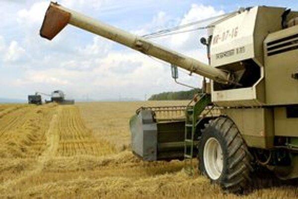 Poľnohospodári začali so zberom ozimného jačmeňa.