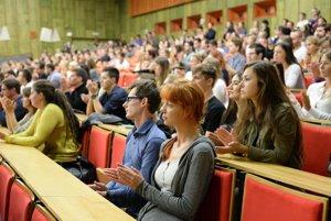 Študenti z východu. Odchod do zahraničia plánuje vyše tretina z nich.