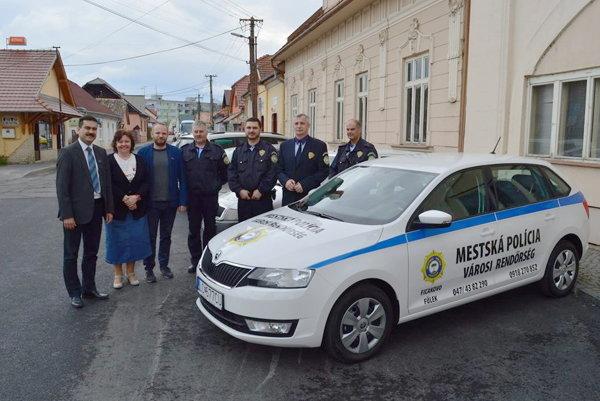 Odovzdávanie nového auta mestskej polície.
