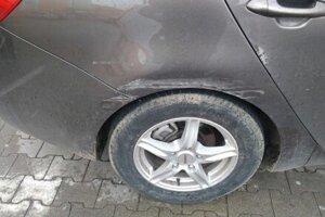 Poškodené auto Kia Ceed.