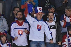 Slovenskí fanúšikovia počas šampionátu v Poprade.