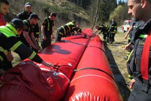 Z praktickej časti vzdelávania hasičov.