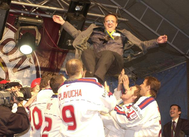 Za úspechom slovenských hokejistov bol tréner Ján Filc.