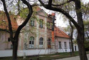 Budova Kalokagatie potrebuje nákladnú obnovu.