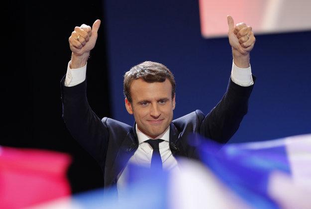 Macron sľúbil, že sa vynasnaží zjednotiť a uzmieriť všetkých občanov.