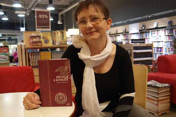 Tatiana Macková so svojou knihou Milica a knieža.