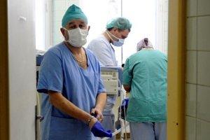 Za príplatok si môžete vybrať lekára, ktorý vás bude operovať (ilustračná snímka)