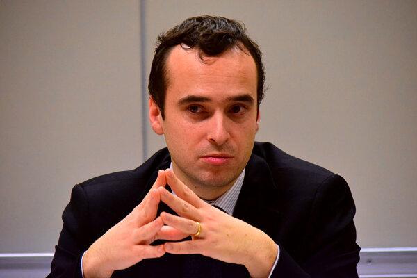 Florent Parmentier pracuje v Centre pre geopolitiku na Vysokej škole ekonomickej v Paríži a prednáša na prestížnej Sciences Po. Je tiež zakladateľom think-tanku EurAsia Prospective.